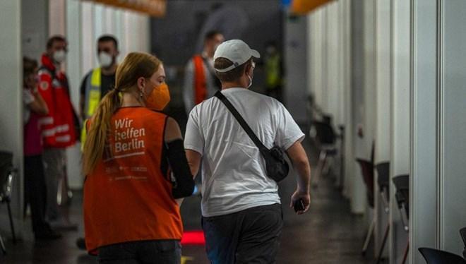 Almanya'da Bir Hemşire 9 Bin Kişiye Covid-19 Aşısı Yerine Tuzlu Su Enjekte Etti