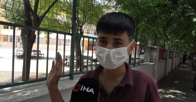 Antepli Öğrencinin Imtihan İsyanı: 'Sosyal Uzaklık Diyorlar, Toplasan 10 Santim Olmaz'