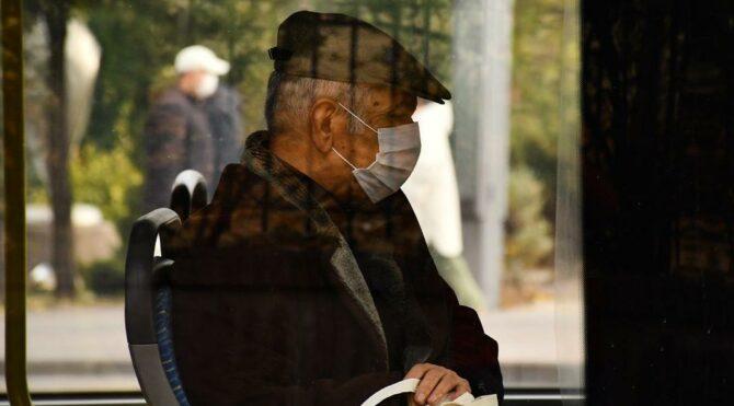 Aşı olmak isteyen yaşlılara toplu ulaşım engeli