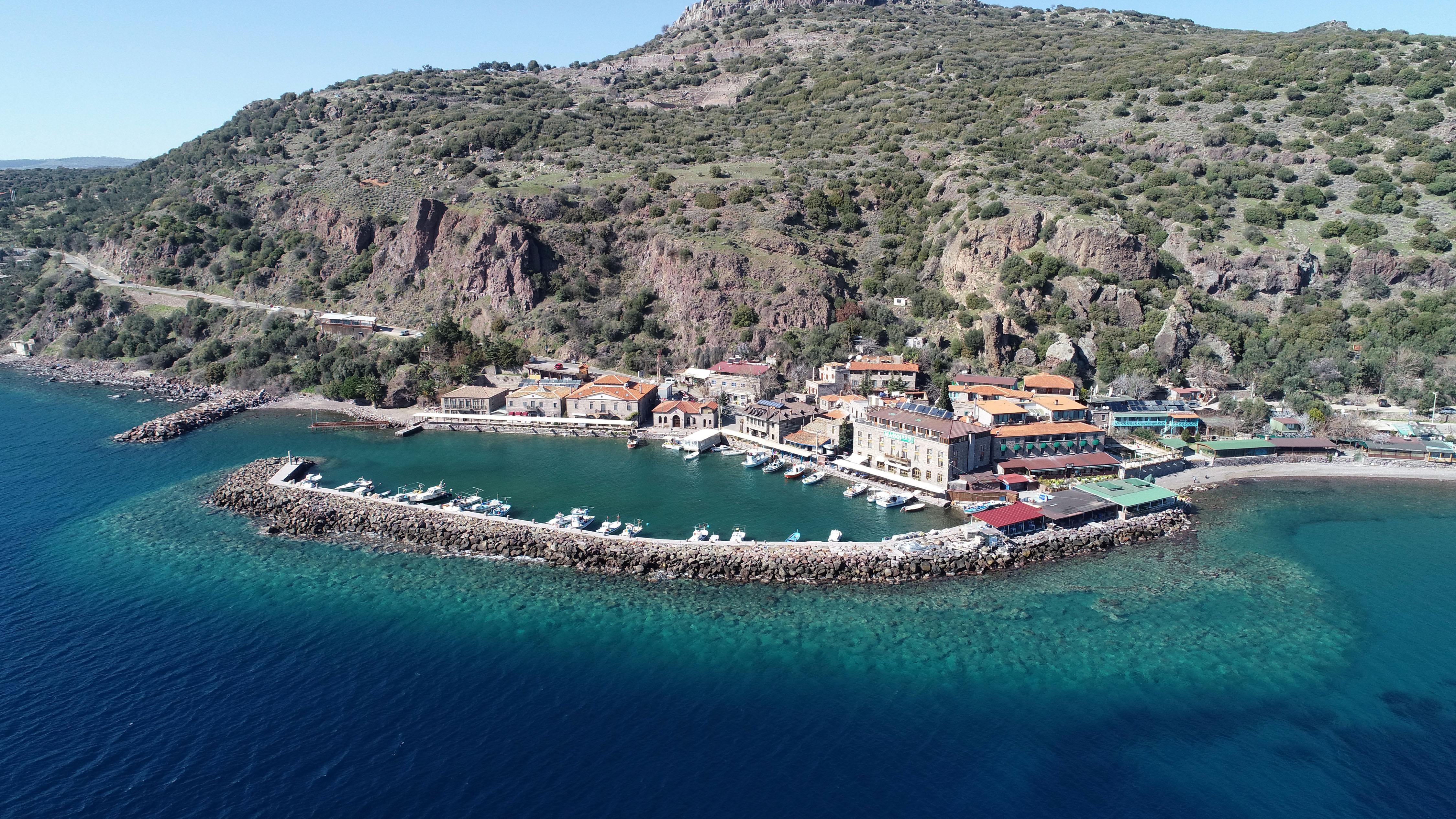 Assos Antik Limanı Hayalet Şehre Döndü; Her Yer Boşaltıldı, Otomobil Girişi Yasak
