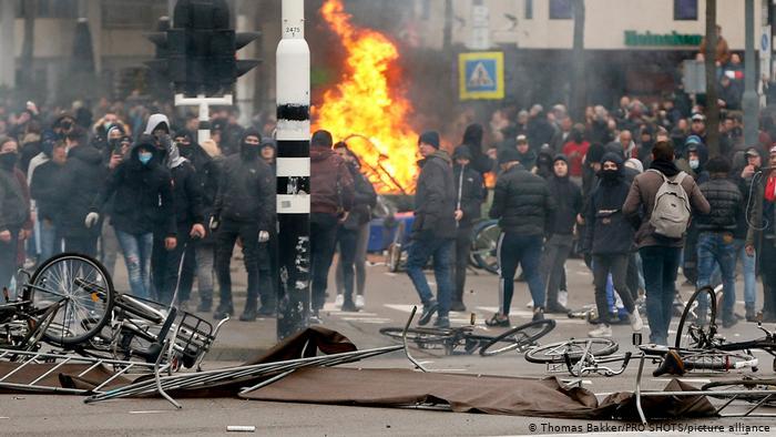Avrupa'da İlk: Mahkemeden 'Salgın Yasakları Derhal Kaldırılsın' Kararı