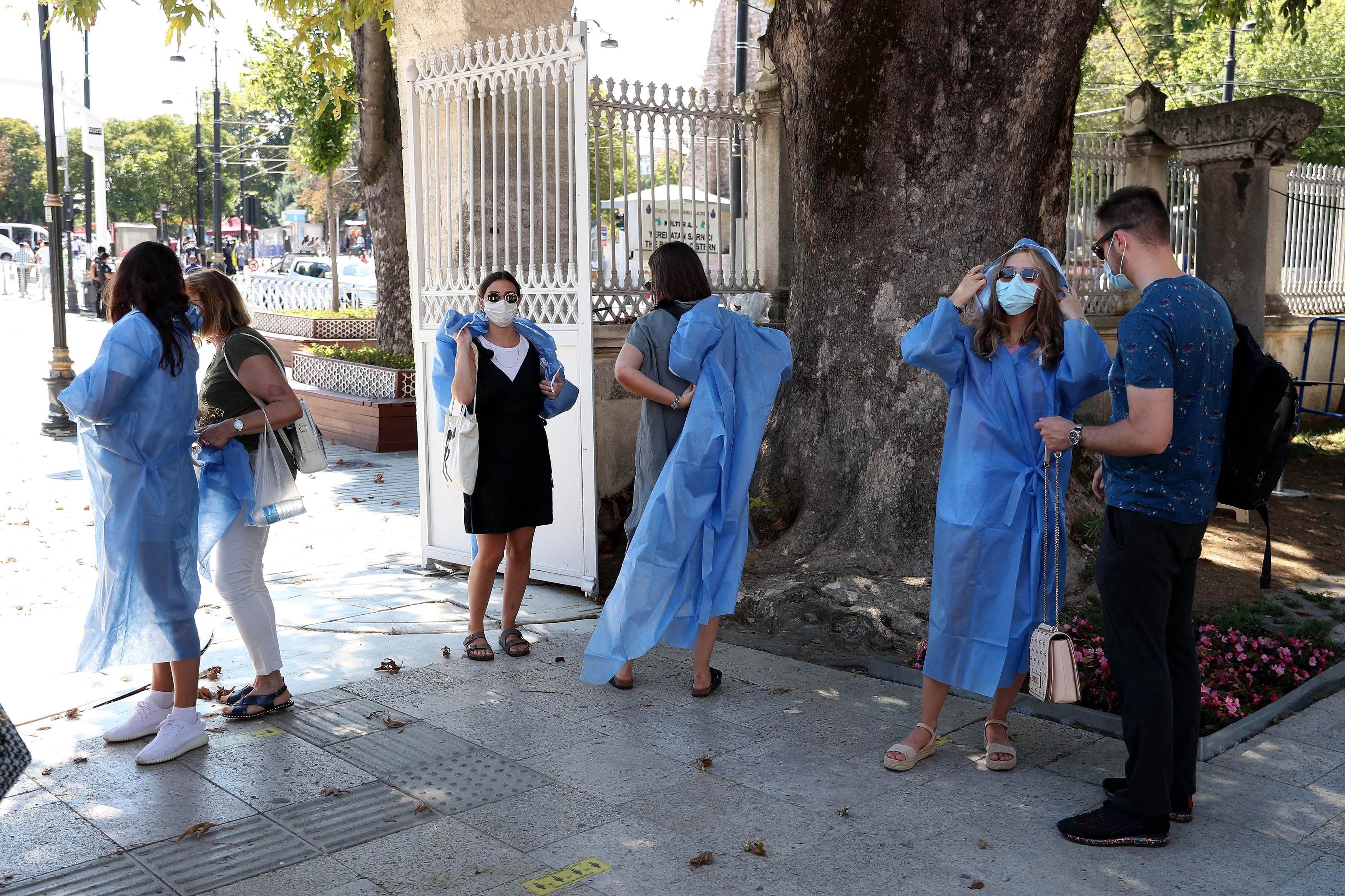 Ayasofya'ya Girişlerde Kıyafet Düzenlemesi Getirildi