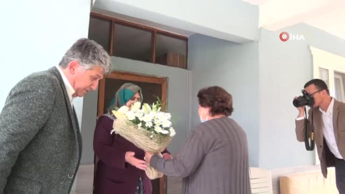Azerbaycanlı heyet ile birlikte şehit ailesi ziyaret edildi