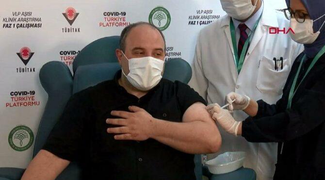 Bakan Mustafa Varank yerli aşı oldu