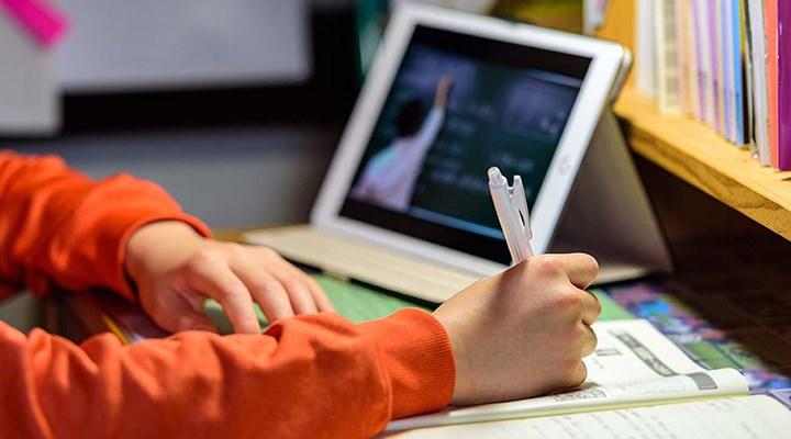 Bakan Selçuk'tan 'Uzaktan Eğitim' Açıklaması: 'Salgın Bitse de Devam Edecek'