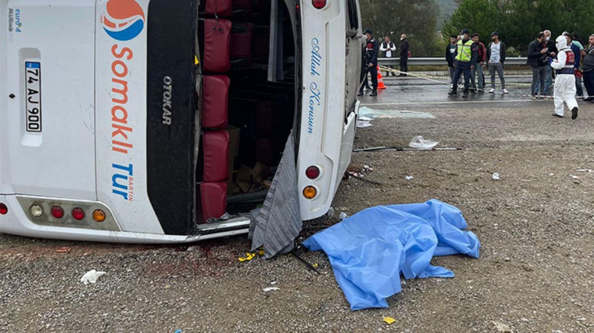 Bartın'dan Ankara'ya toplantıya giden MHP'lilerin içinde bulunduğu midibüs kaza yaptı: 2 ölü, 17 yaralı
