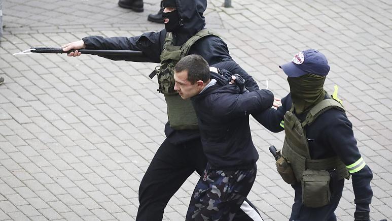 Belarus'ta Olaylar Durulmuyor: Bir Göstericinin Ölümüyle Başlayan Protestolarda 146 Gözaltı