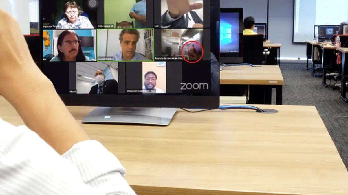 Belediyenin Zoom toplantısında kamerayı açık unutup cinsel ilişkiye girdiler