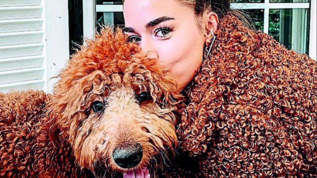 Bensu Soral, köpeğiyle uyumlu giyindi