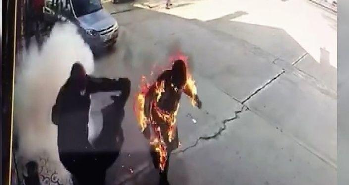Benzin İstasyonunda Çıkan Yangın Sonrası Alevler İçinde Kalan Pompacının Korkunç Görüntüleri