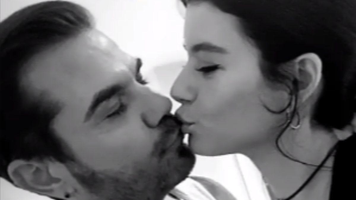 Beren Saat ve Kenan Doğulu'dan yılbaşı öpücüğü