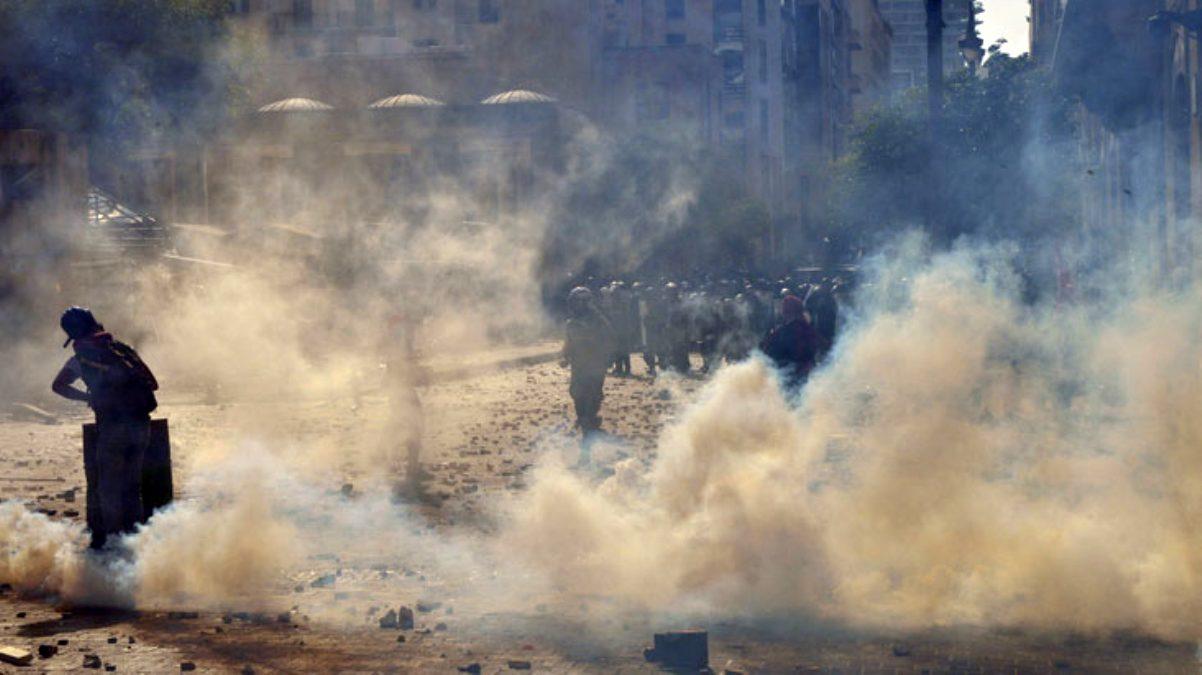 Beyrut'ta güvenlik güçleri ile protestocular arasında çatışma çıktı: 1 polis memuru öldü, 238 kişi yaralandı