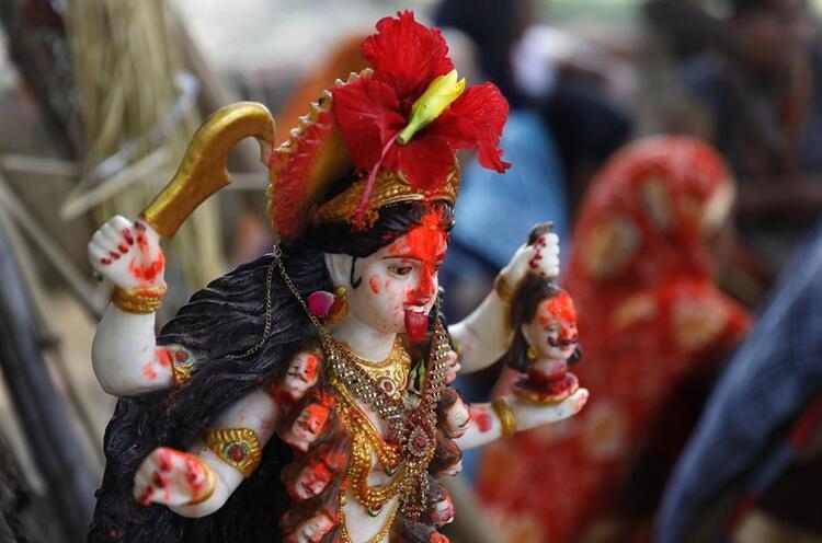 Bildiğiniz Tüm Tapınmaları Unutun: Hindistan'da Koronavirüs İçin Tapınak İnşa Edildi