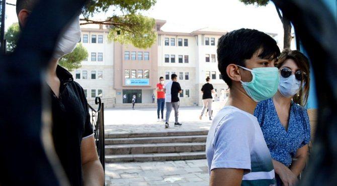 Bilim Kurulu Üyesi Kara: Çocuklar yürüyen birer virüs kaynağı olabilirler