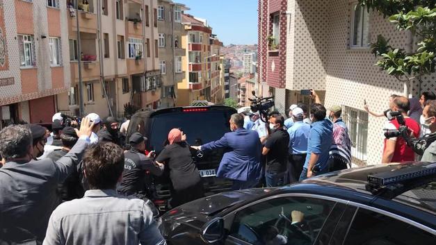 Bir Kadın Düşerek Yaralandı! Ekrem İmamoğlu'na Protestoda Arbede