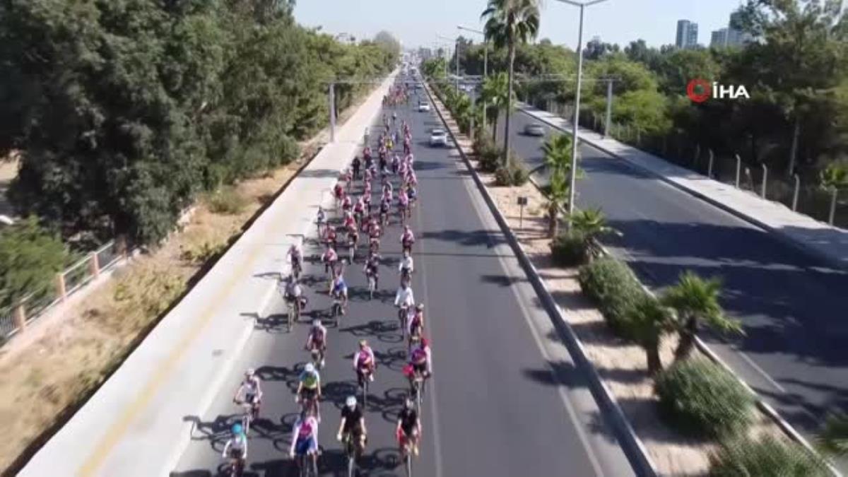 Bisiklet tutkunları, Caretta carettalar için pedal çevirdi, sahili temizledi