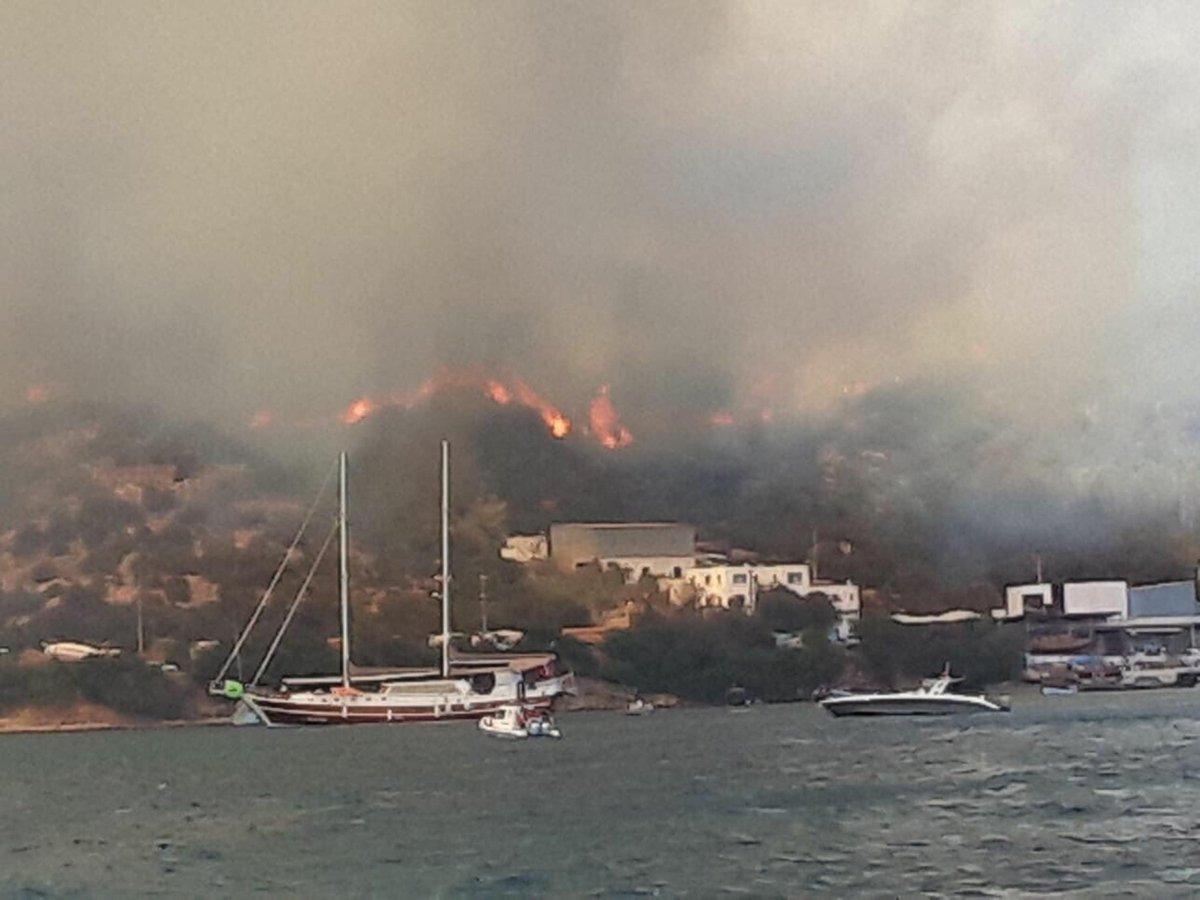Bodrum'da Yangın Büyüyor: Evler ve Oteller Boşaltıldı