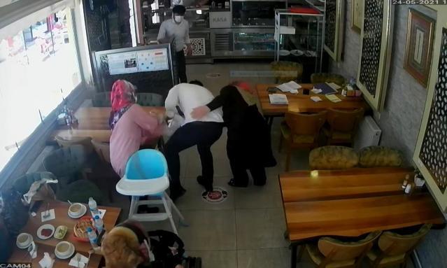 Boğazına Ekmek Takılan 2 Yaşındaki Çocuğu Heimlich Manevrasıyla Kurtaran Lokanta Sahibi