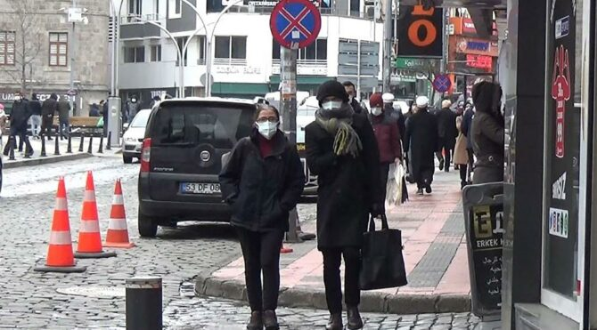 Bulaşıcılık 1,5 kat arttı… Çift maske takın, mesafeyi 2 metreye çıkarın