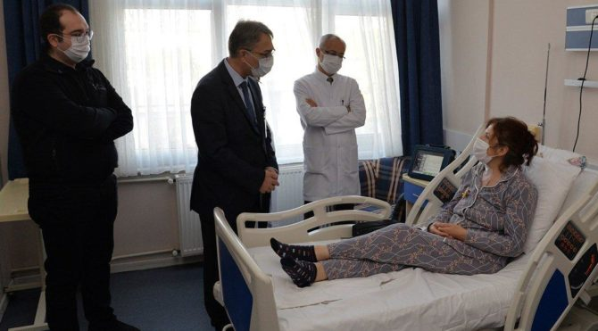 Bursa'da 55 yaşındaki bir hastaya ilk yapay kalp nakli yapıldı