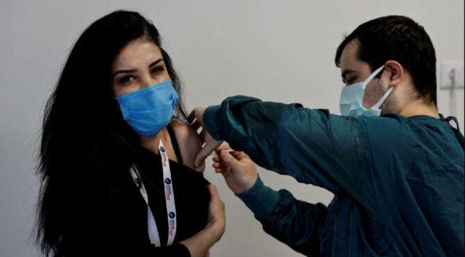 Bütün varyantlara karşı savunma sağlayan Covid-19 aşısı geliyor