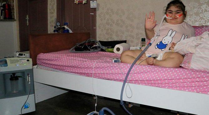 Cam kemik hastası Yasemin'in evden çıkabilmesi için bu cihaz gerekiyor