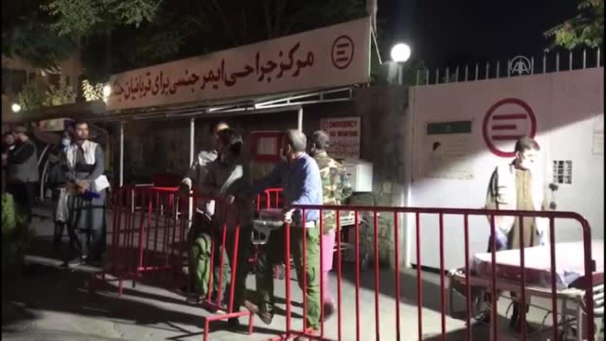 Caminin girişinde düzenlenen bombalı saldırıda 2 kişi öldü, 4 kişi yaralandı (2)