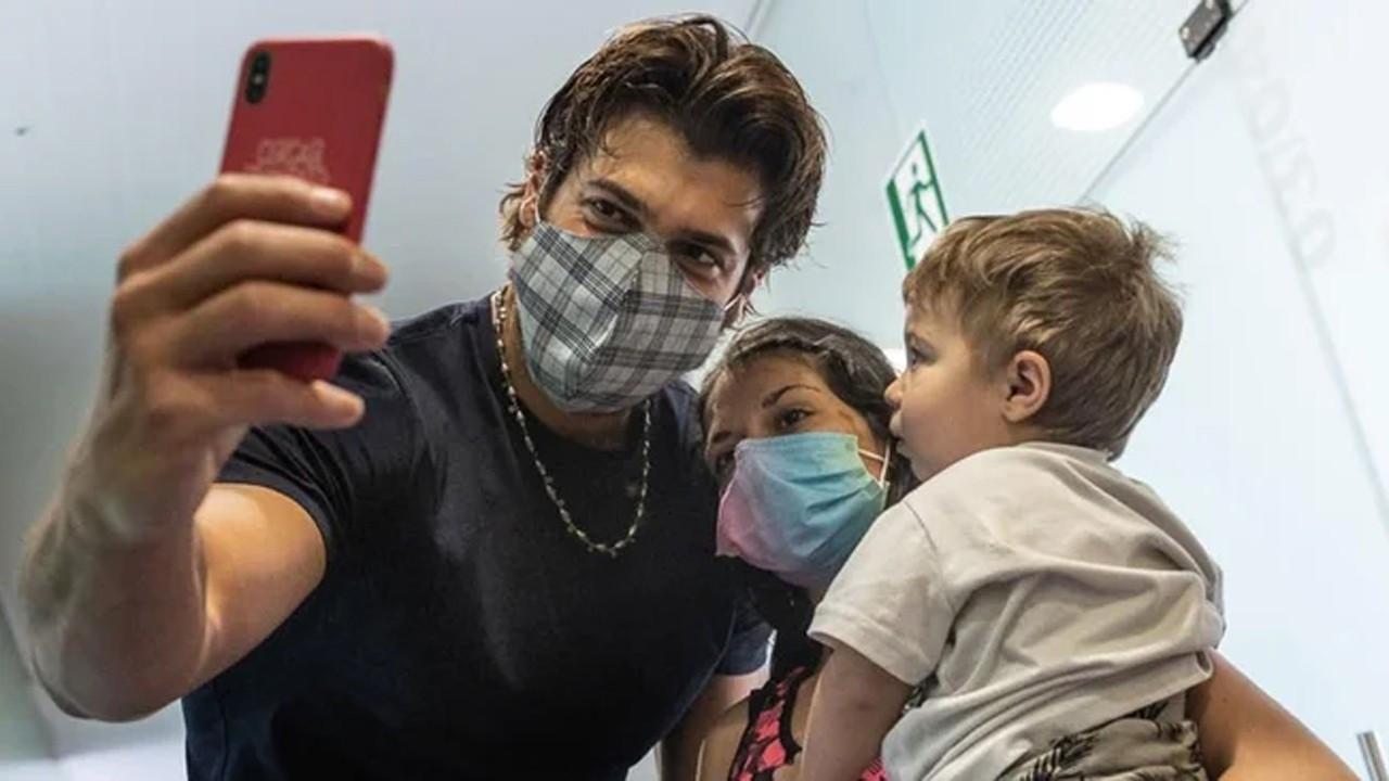 Can Yaman İtalya'da çocuklar için dernek kurdu
