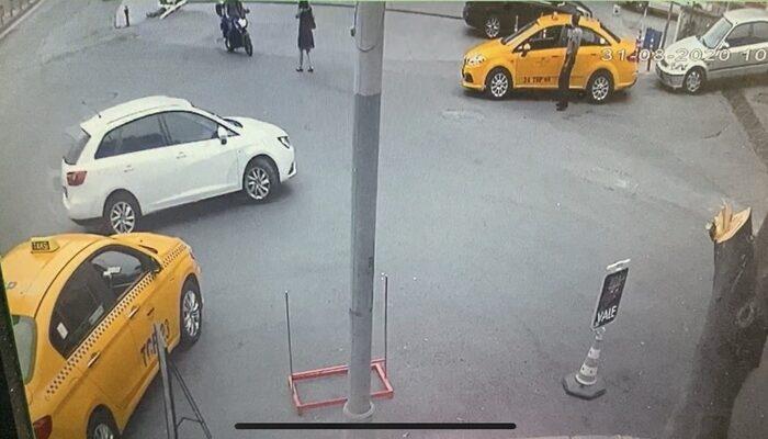 Cep Telefonu ile Konuştuğu Sırada Kadının Kulağından Telefonu Çalan Motosikletli Kapkaççılar