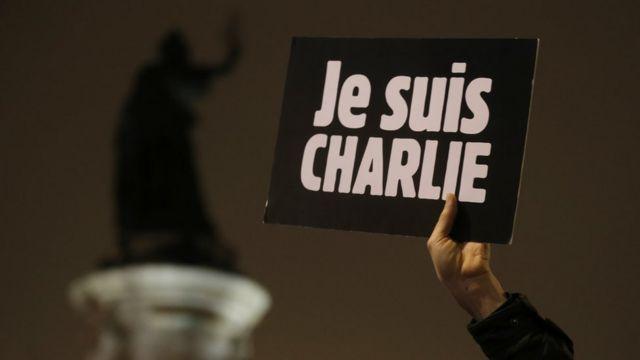 Charlie Hebdo Hz. Muhammed Karikatürünü Davadan Önce Yeniden Yayımladı