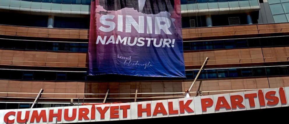 CHP Genel Merkezi'ne 'Sınır Namustur' Pankartı Asıldı; Kılıçdaroğlu Twitter Kapak Fotoğrafını Değiştirdi...