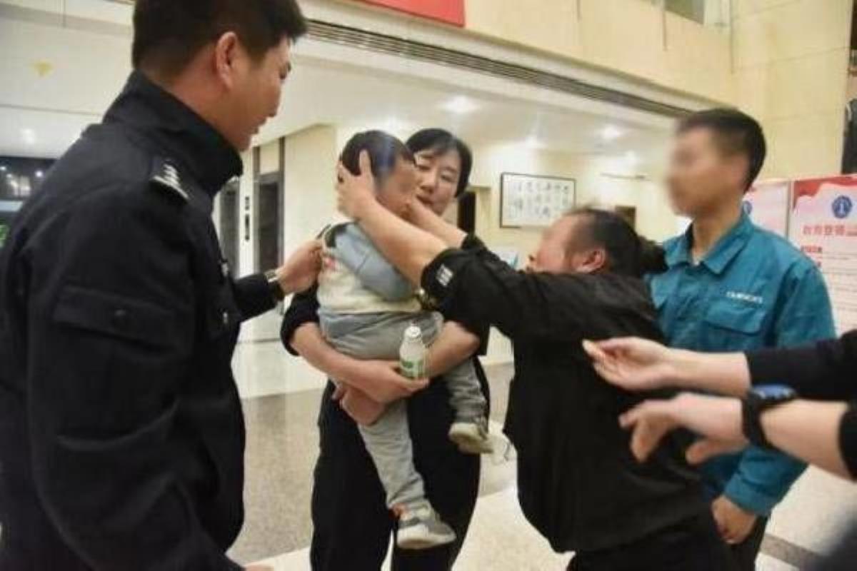 Çinli baba 2 yaşındaki oğlunu 202 bin TL'ye sattı! Sebebi adeta saç baş yoldurdu