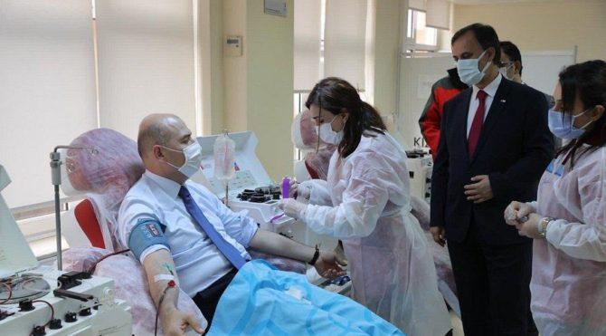 Covid-19'u atlatan Bakan Soylu plazma bağışında bulundu