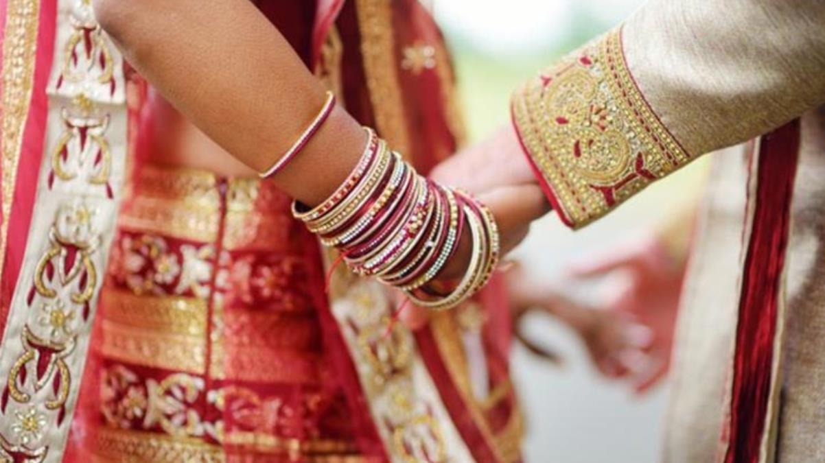 Damat düğünden kaçtı, gelin kutlamaya gelen başka bir konukla evlendi