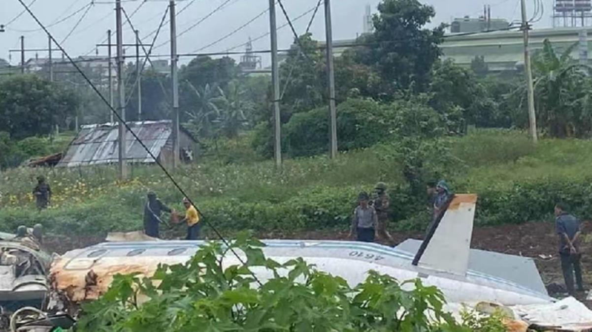 Darbeyle sarsılan Myanmar'da askeri uçak çelik fabrikasının üzerine düştü: 13 kişi öldü, 16 kişi yaralandı