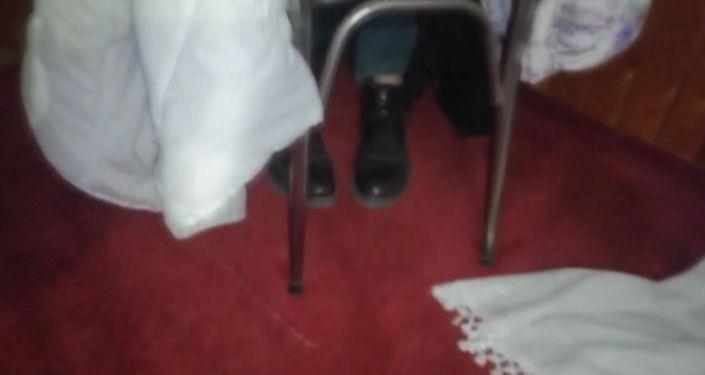 Denetim Sırasında Çarşafın Altına Gizlenip Bacakları Açıkta Kalınca Yakalanan Yurdum İnsanı