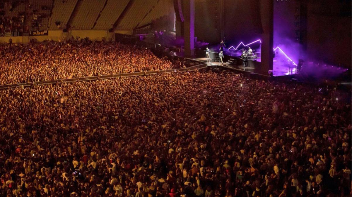 Dünya kapanmayı tartışırken bir ülke işi bitirdi bile! 50 bin kişi yan yana konser izledi