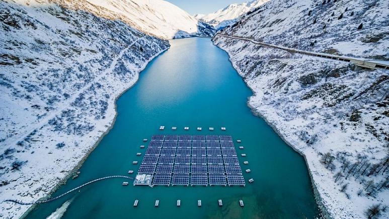 Dünyanın İlk Yüksek Rakımlı Yüzen Güneş Enerjisi, 220 Evin Enerji İhtiyacını Karşılıyor
