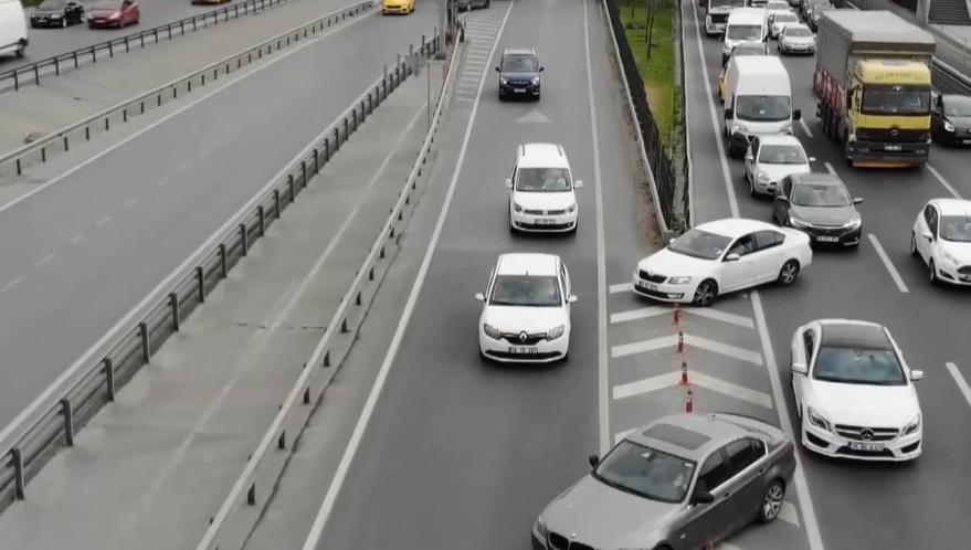 E-5'te Geri Geri Giderek Trafiği Tehlikeye Sokan Sürücülerin Akıl Almaz Görüntüleri