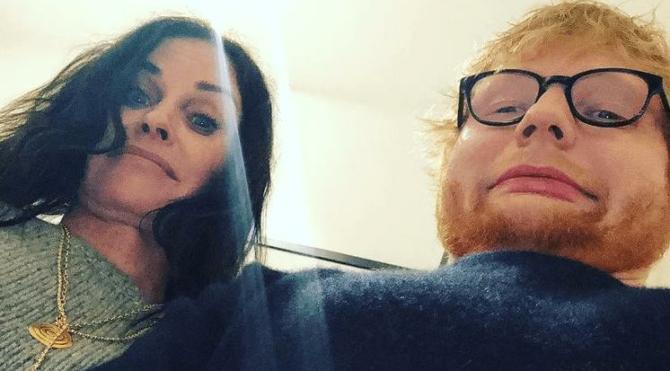 Ed Sheeran ve Courteney Cox'tan Geller kardeşler dansı