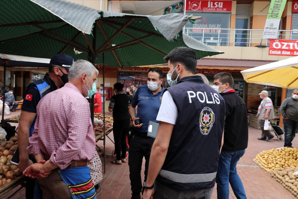 Edirne'de Diliyle Parmaklarını Islatarak Poşetleri Açan Pazarcıya Ceza