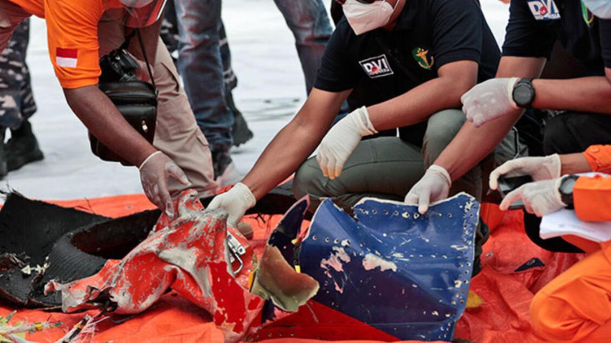 Endonezya'da denize düşen yolcu uçağına ait kara kutunun yeri tespit edildi