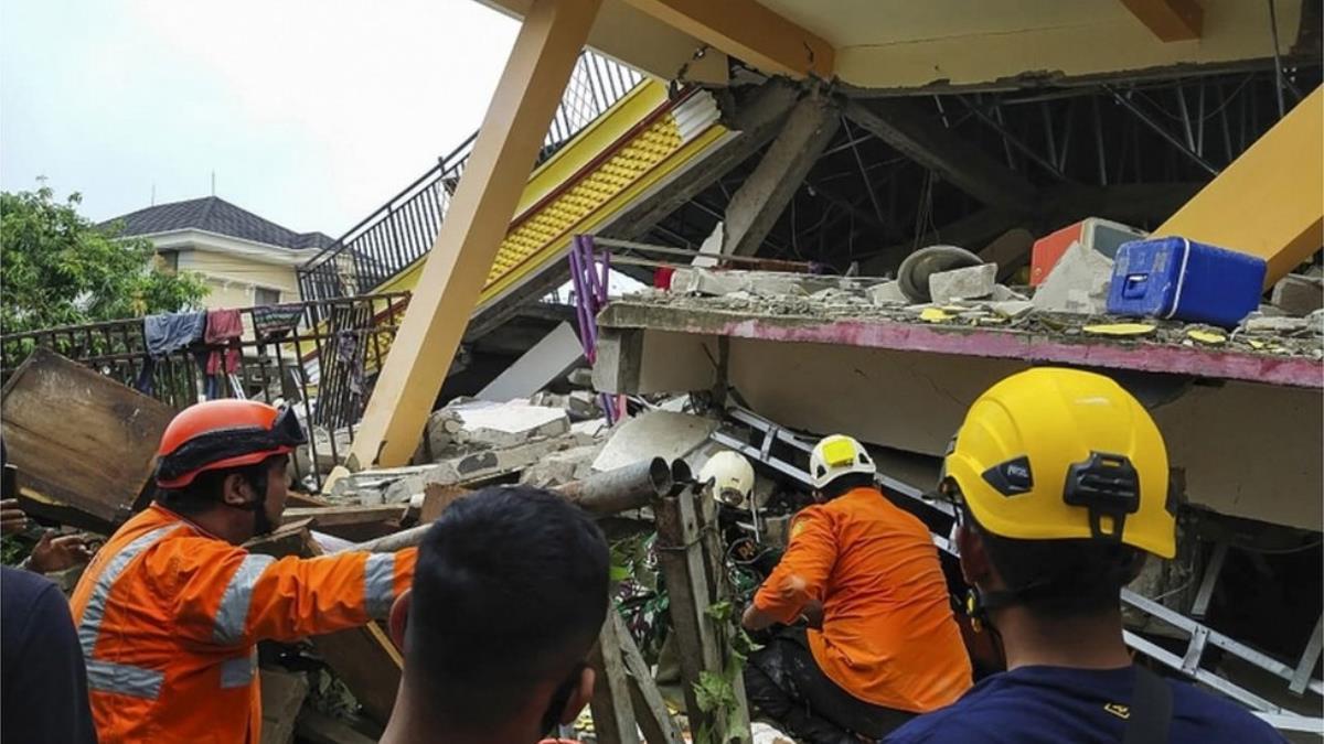 Endonezya'daki 6.2 büyüklüğündeki depremde ölü ve yaralılar var