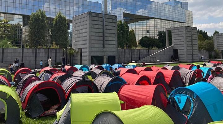 Evsizlerden Paris Valiliği Önünde Çadırlı Eylem