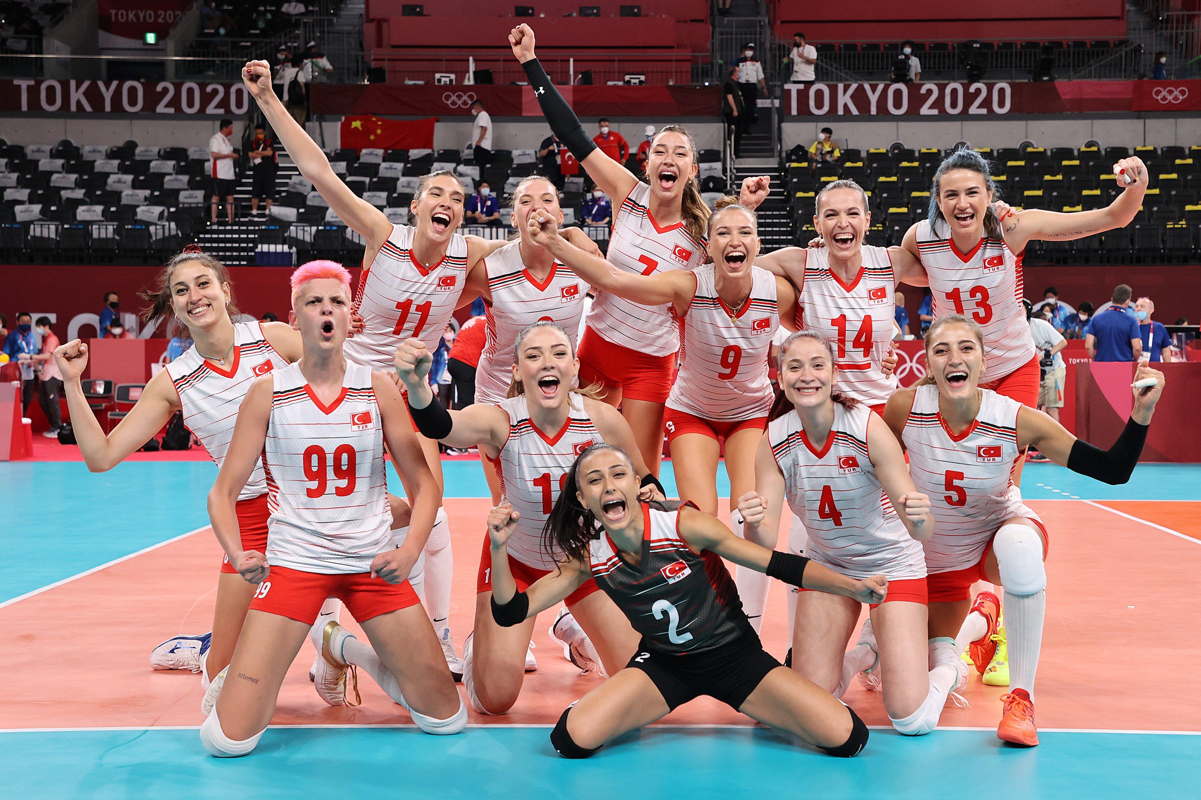 Filenin Sultanları'ndan Tokyo'da Harika Başlangıç: Son Şampiyon Çin'i 3-0 Yendik!