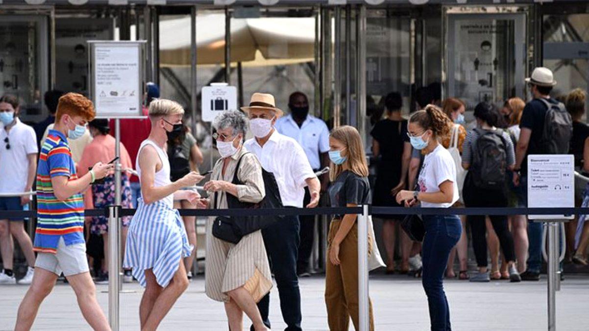Fransa'da koronavirüs önlemleri kapsamında sokağa çıkma yasakları geri geldi