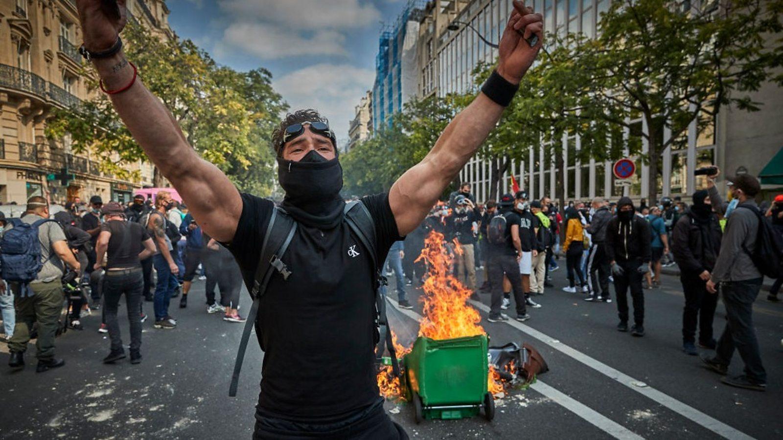 Fransa'da 'Sarı Yelekliler' Protestolarına Yeniden Başladı