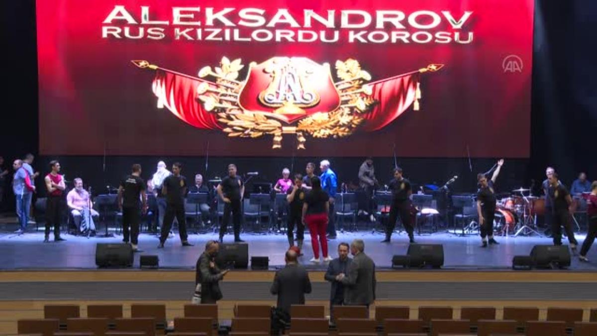 Haluk Levent, Rus Kızılordu Korosu ile turne programını AA'ya değerlendirdi