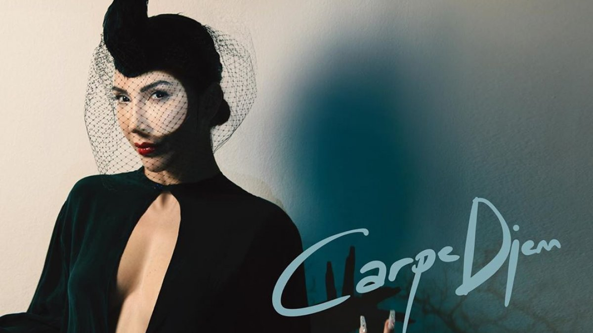 Hande Yener, kariyerinin 20. yılını 'Carpe Diem' ile kutladı