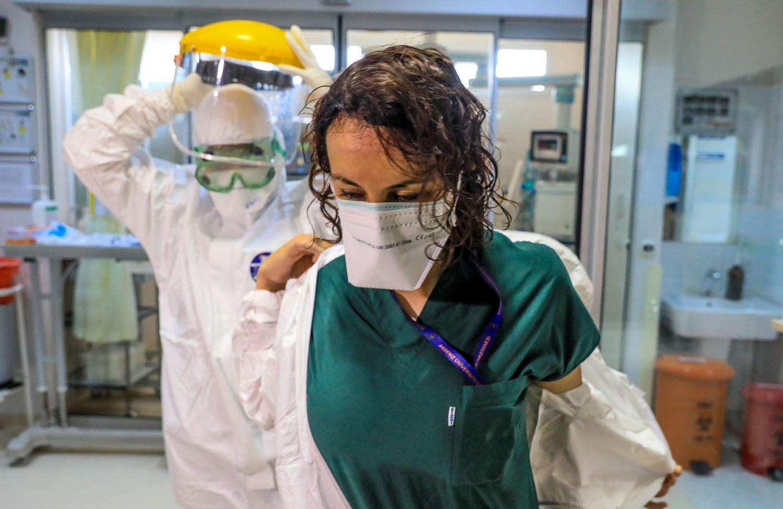 'Hastalar Yağmur Gibi Yağıyor, Sağlık Çalışanları ise Birer Yaprak Gibi Dökülüyor'